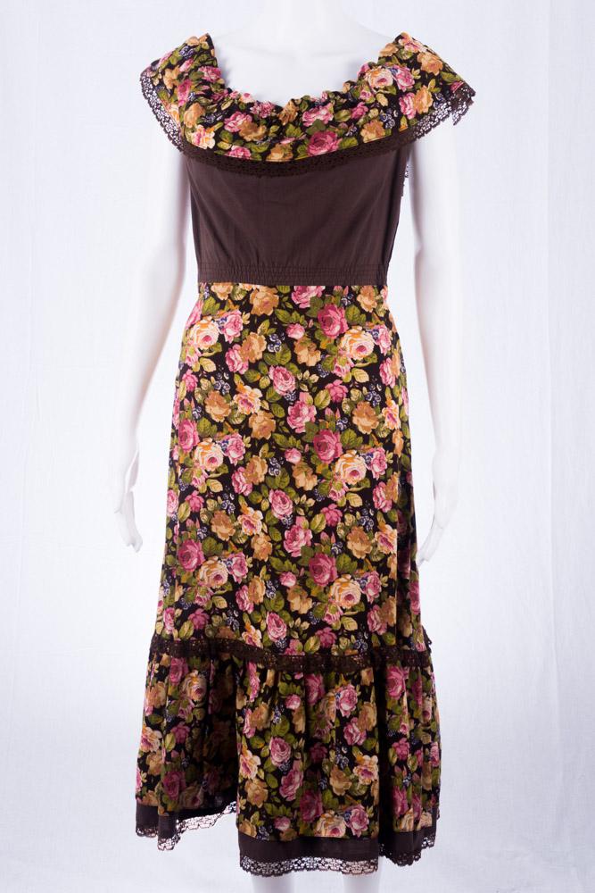 Kleid im 70er jahre stil